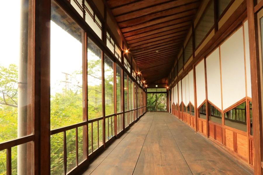松翠園の廊下